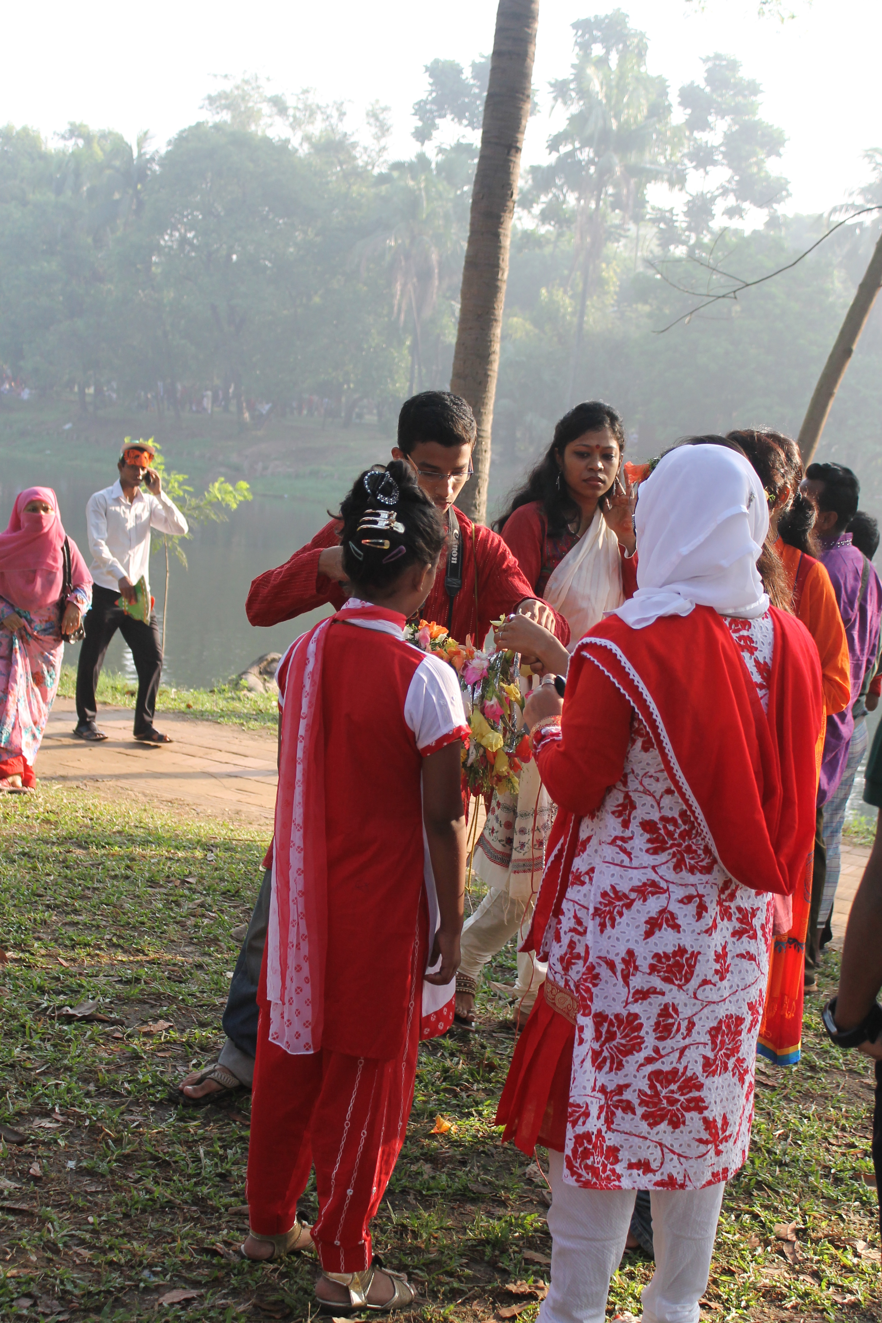 traditional bangladesh Bangladeshi daily life is replete with traditions and festivals that reflect the unique culture and tradition of bangladeshis bangladesh is a predominantly muslim country, and islam's adherents.