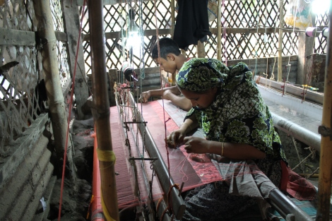 Jamdani weavers working on saris.