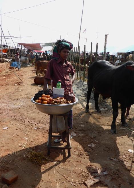 Snack vendor at Gabtoli cattle market.